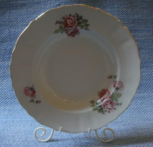 DK-mallin ruusu-lautanen