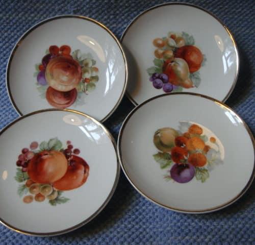 Hedelmä-lautaset