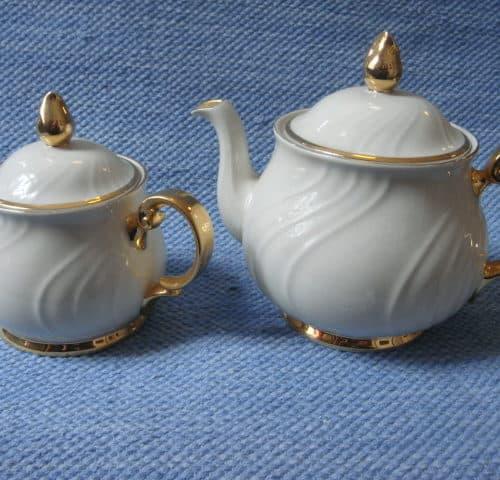 Kultakoriste tee-ja vesikannu