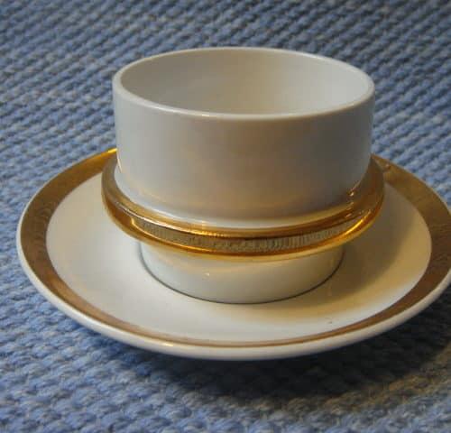 Kultavanne kahvikuppi