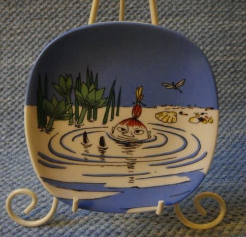 Pikku Myy uimassa