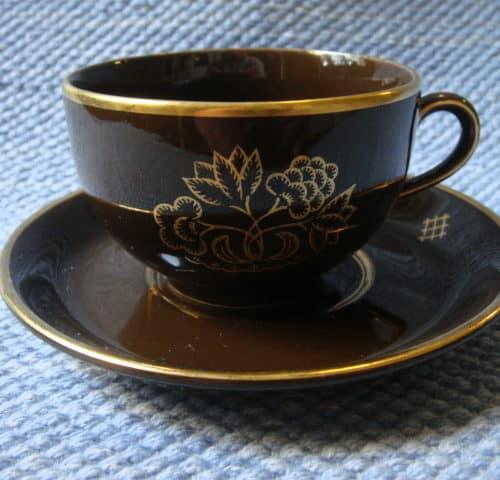 Ruskea tee/kahvikuppi