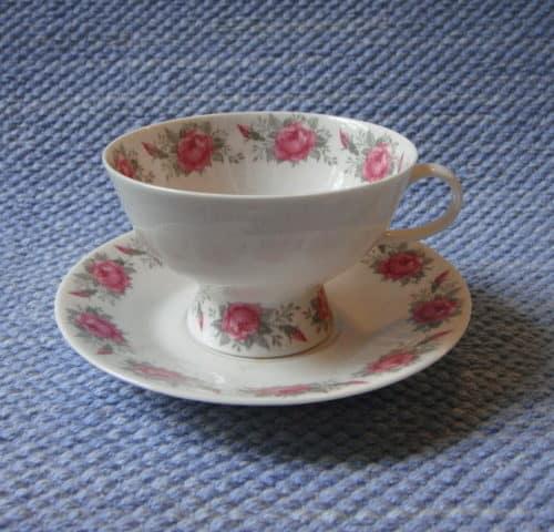 Ruusunen kahvikuppi
