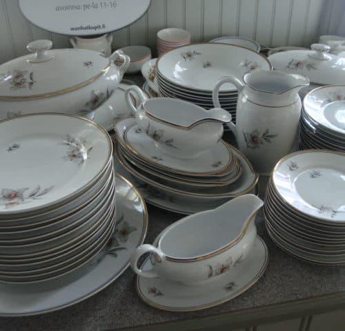 12-hengen ruoka-astiasto 30/40-luvun vaihteesta