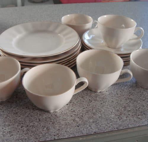 Arabian kahvikupit 7 kpl + 7 kpl leipälautaset