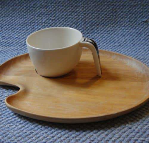 Ego Ox-kahvikuppi ja puinen alunen