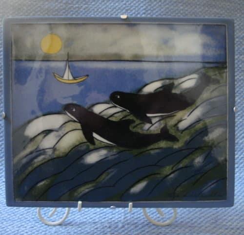 Heljän seinätaulu jossa pari valasta