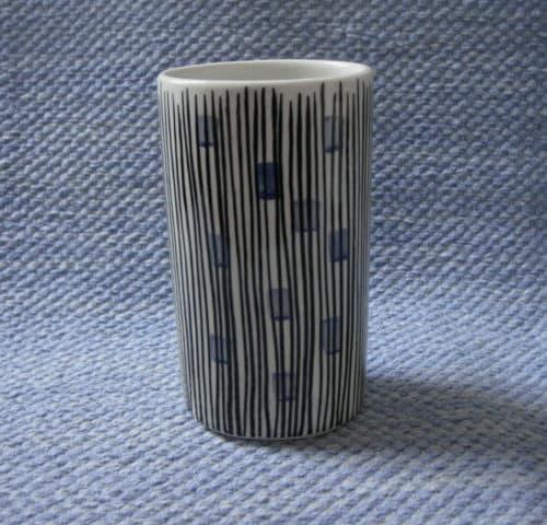 Käsinmaalattu maljakko