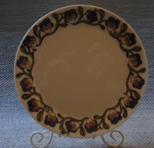 Keto-Orvokki lautanen