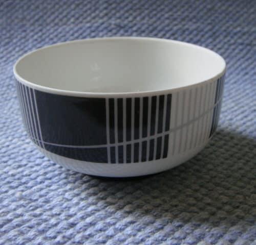 Mustavalkoinen kulho 80/90-luvulta