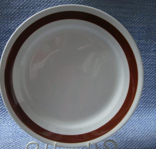 Ruskeavalko(?) lautanen