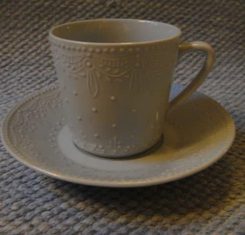 Sävyposliini kahvikuppi