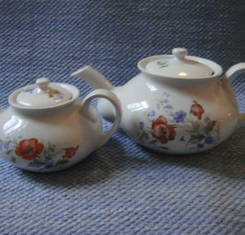 Tee-ja vesikannu pari 50-luvulta
