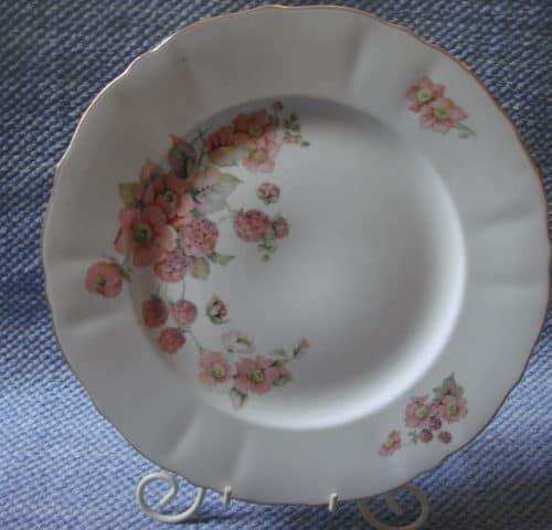 """""""Vadelmankukka"""" lautaset"""