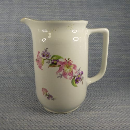 ST-mallin maitokannu, kukkia