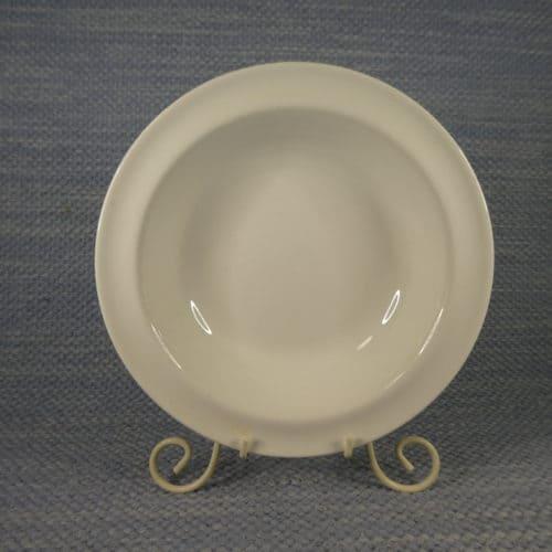 Valkoinen syvä lautanen
